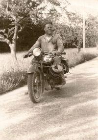 Emil Nabenhauer auf dem Weg zur Arbeit